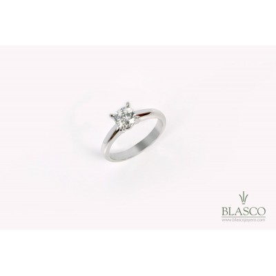 solitario-oro-blanco-18k-y-diamante-talla-brillante-de-061-quilates-