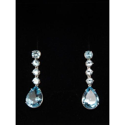 06bd9390378c Pendientes de oro blanco y topacios azules color aguamarina ...