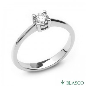 Solitario de compromiso en oro blanco y diamante talla brillante.