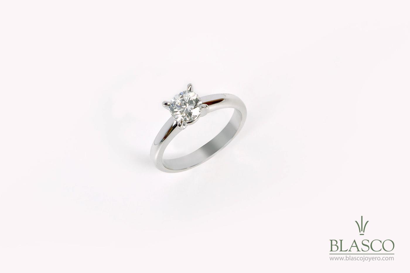 39eae8404905 Solitario oro blanco 18k y diamante talla brillante de 1