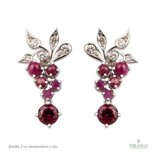 Pendientes diamantes rubí JumillaDiseño Exclusivo de oro blanco, diamantes y rubíes.Con diez diamantes 0,40 q, diez rubíes y turmalinas de 7,45 q